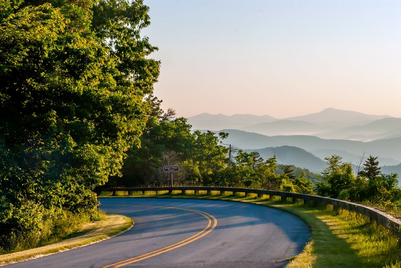 8 of the Best Scenic Drives in the Smoky Mountains